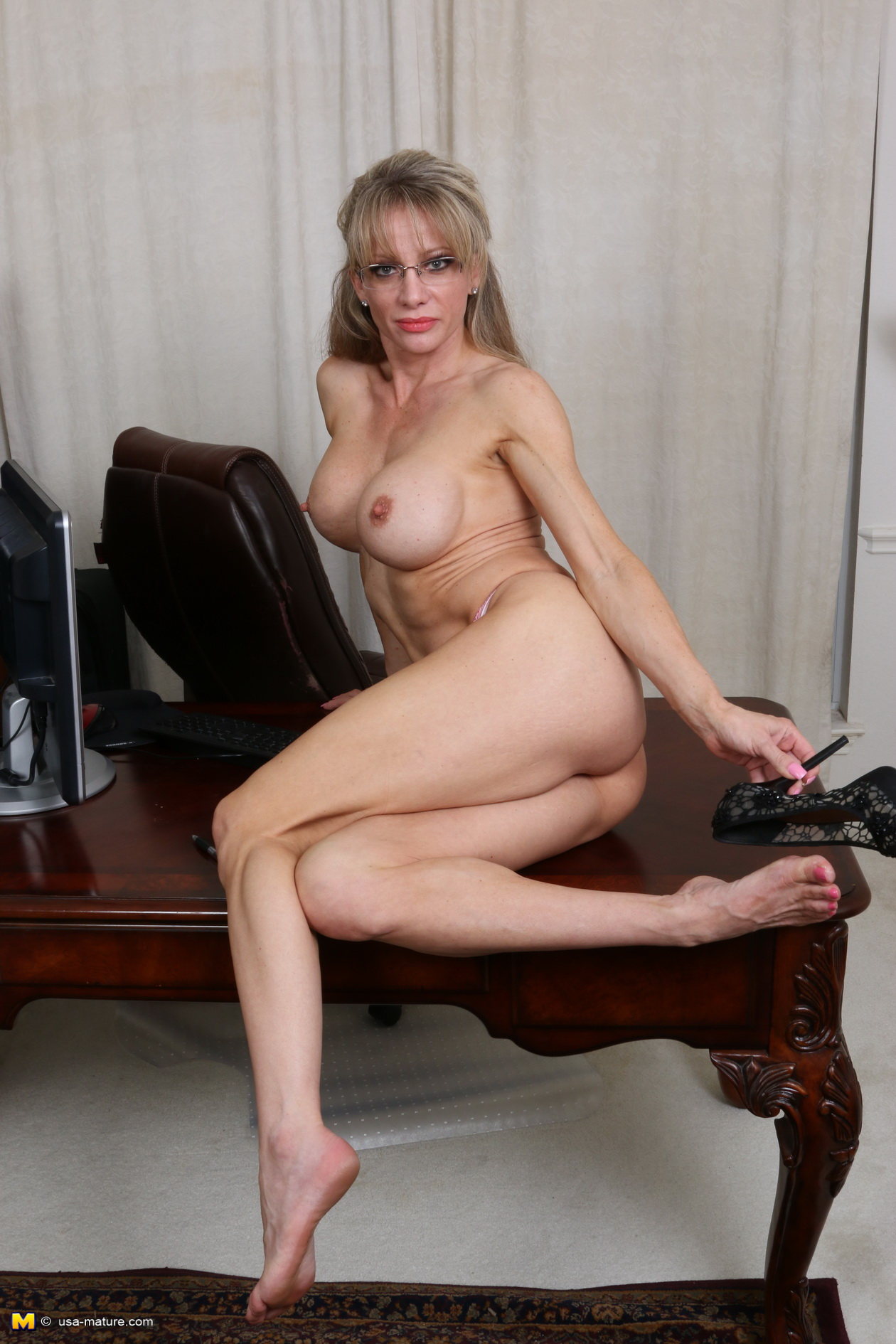 Mature horny wife