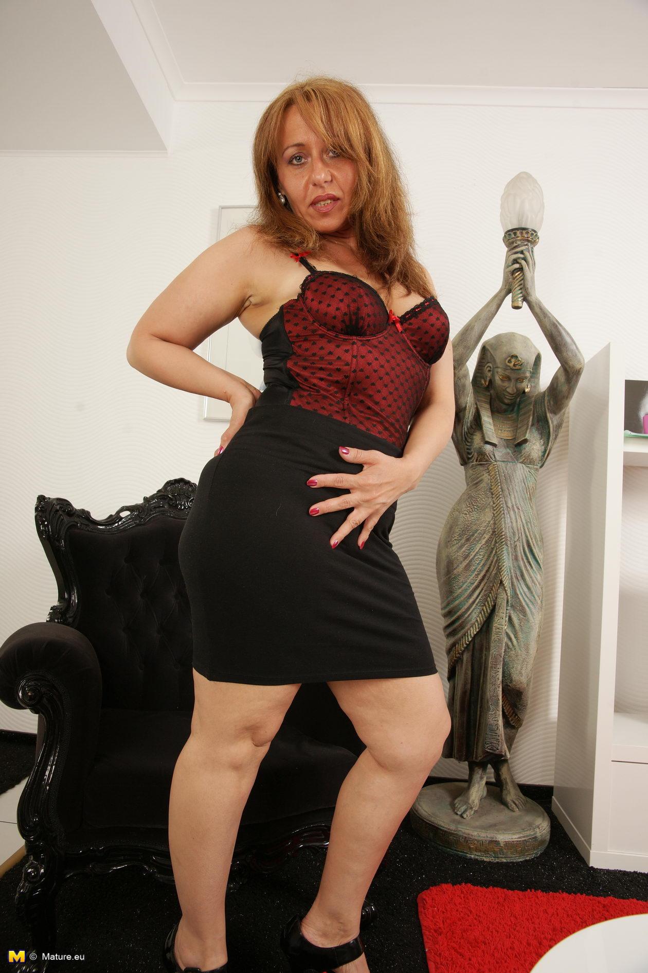 Hot British MILF showing off her bad side
