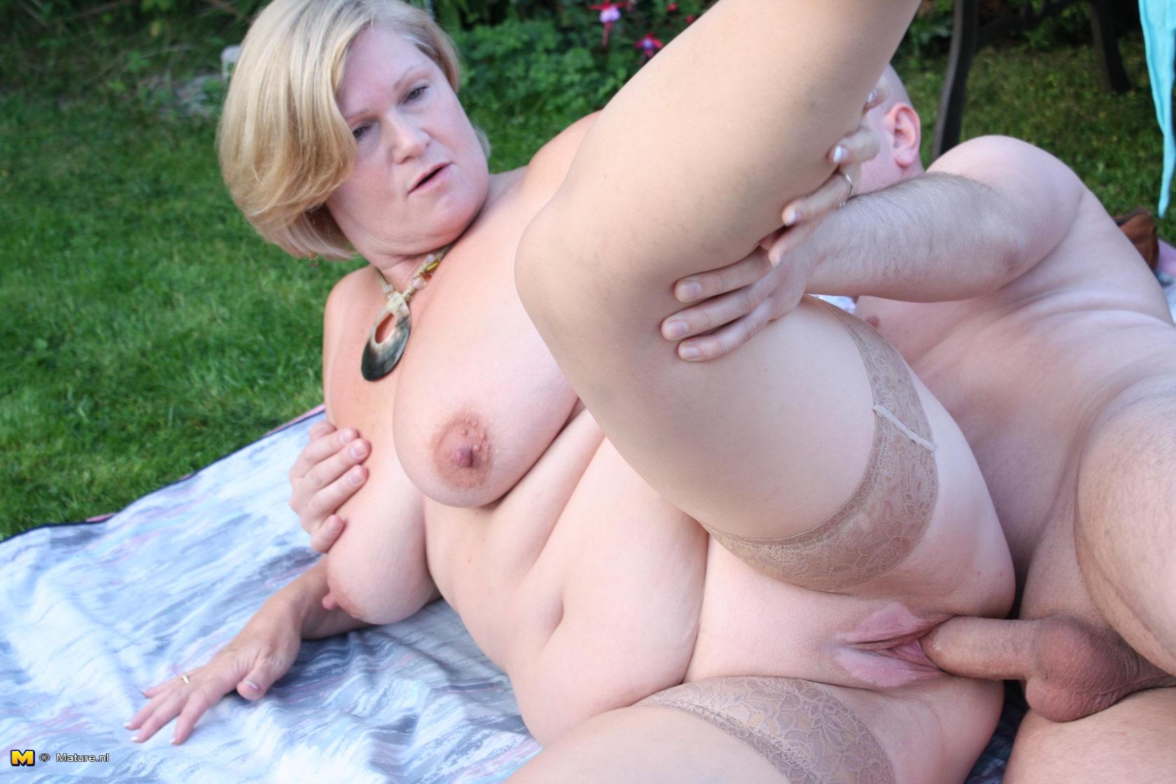 naughty moms naked larissa