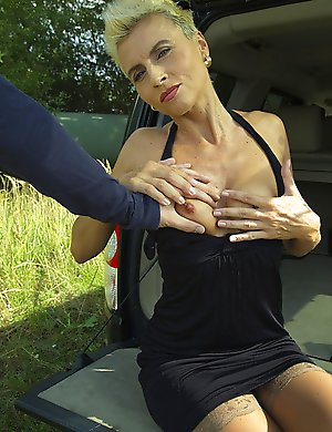 Horny housewife getting it in POV style under the blue sky