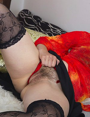 Hot housewife playing with her hairy pussy