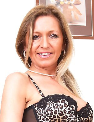 Hot MILF feeling hot and frisky